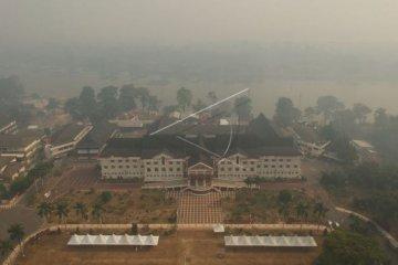 Kantor Gubernur disaput asap karhutla