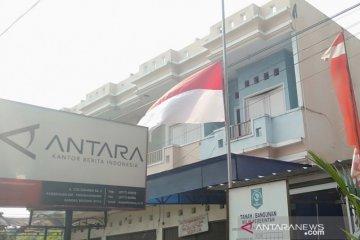 Bendera setengah tiang ungkapan belasungkawa wafatnya Habibie