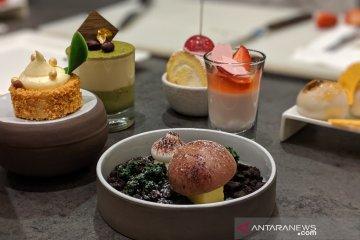 "Cicipi cokelat ""hutan jamur"" dan panna cotta Sakura dari Osaka"