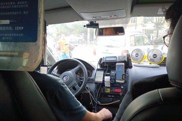 Jalan-jalan di Shanghai, lebih enak pakai taksi biasa atau online?