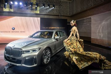 Peluncuran BMW seri 7 Long Wheelbase