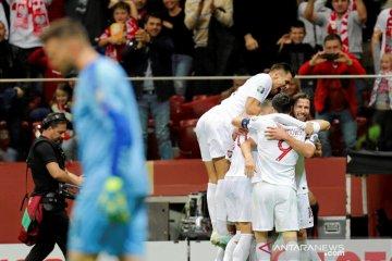Polandia lolos, empat tim lain berebut satu tiket lagi