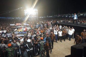"""Jokowi sempatkan nonton konser """"Musik untuk Republik"""""""