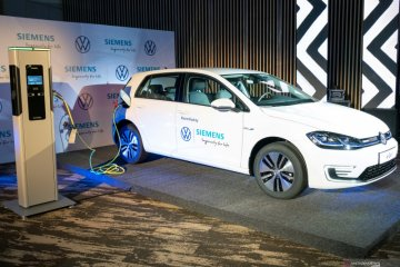 Volkswagen kirim mobil listrik eGolf sampai ke Rwanda