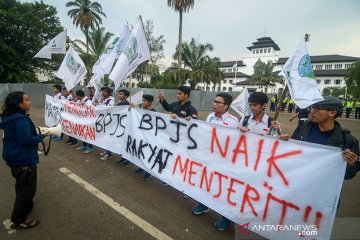 Aksi Tolak Kenaikan BPJS