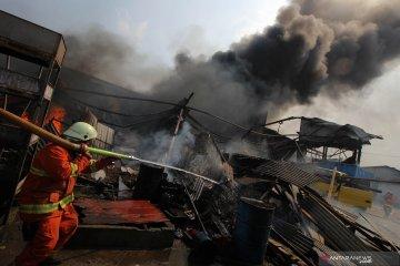 Pabrik tinta sablon terbakar