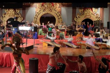 Konser orkestra tradisional Asia