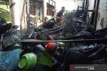 Kebakaran pasar Guntur Garut sebabkan kerugian ratusan juta rupiah