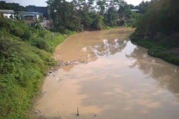 Pemkab Lebak akan tindak tegas perusahaan buang limbah ke sungai