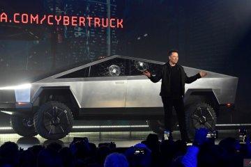 Kaca Cybertruck retak saat dirilis, Elon Musk: yang penting tak tembus