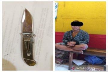 Upaya mengilangkan kebiasaan membawa pisau di pinggang