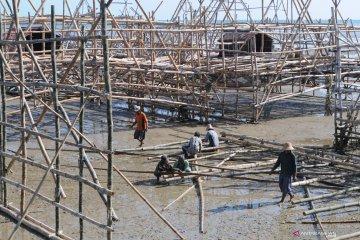 Persiapan nelayan bagan