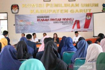 KPU Garut bangun kesadaran kalangan milenial tentang sistem demokrasi