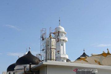 Perawatan payung Masjid Raya Baiturrahman