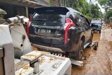 24 mobil warga korban banjir di Jaksel berhasil diderek ke bengkel