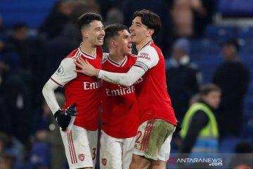 10 pemain Arsenal berhasil imbangi Chelsea 2-2