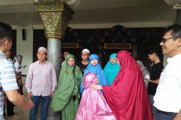 Wisatawan Muslim China minta maaf buat resah, walau sebenarnya ingin shalat di Masjid Sumbar