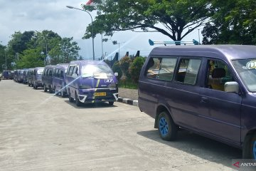 Penghasilan terdampak Trans Padang, pengemudi angkot berunjuk rasa