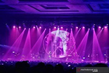 Konser Dewa 19 penuhi kerinduan 20 tahun lalu dengan Bintang Lima di Bandung