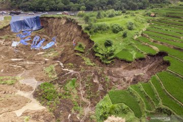 Pergerakan tanah kembali terjadi di lokasi longsor dekat Tol Cipularang KM 118