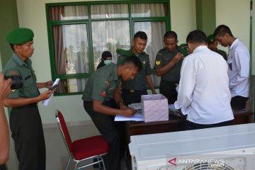 Prajurit Korem 133/Nani Wartabone Gorontalo jalani tes urine