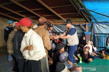 Puluhan warga terdampak tanah longsor di Garut masih mengungsi