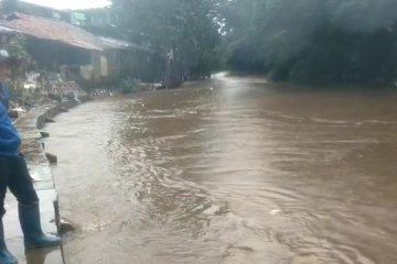 Kenaikan muka air Kali Ciliwung terpantau di Kelurahan Pengadegan