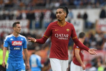 Pelatih AS Roma ingin permanenkan Smalling dan Mkhitaryan