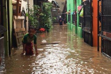 Korban banjir di Kota Bekasi butuh bantuan dapur umum karena tidak bisa memasak