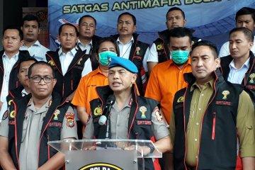 Satgas tangkap dua tersangka pengaturan skor laga Perses Sumedang vs Persikasi Bekasi.