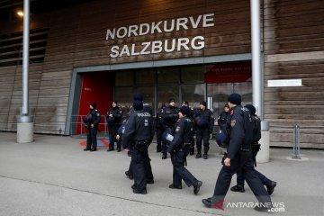 Peringatan badai paksa laga Salzburg vs Frankfurt ditunda sehari