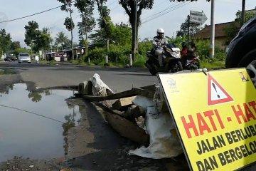 Dana 10 Miliar untuk perbaikan jalan rusak
