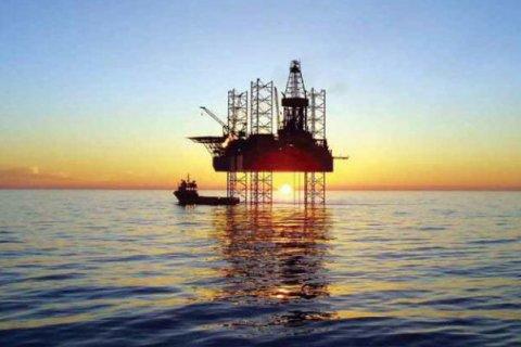 Penurunan stok AS dongkrak harga minyak hampir dua persen