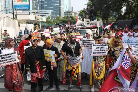 Rapat Paripurna DPR setujui revisi UU KPK