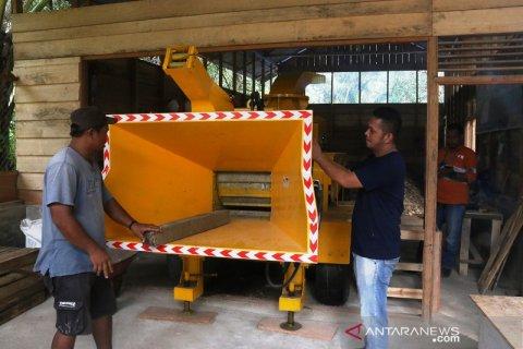 Okto Anggara Sitompul, pengangguran binaan Tambang Emas Martabe yang mengubah sampah pallet jadi penghasilan