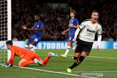 Valencia permalukan tuan rumah Chelsea