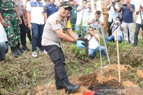 Tanam 5 ribu pohon, Kapolres Taput berharap penebangan liar dihentikan