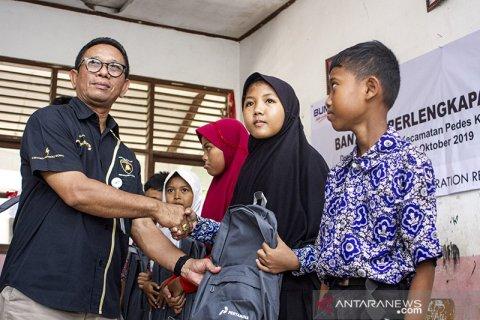 Bantuan Perlengkapan Sekolah di Karawang