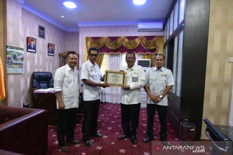 Wali Kota Padangsidimpuan terima penghargaan dari Bawaslu