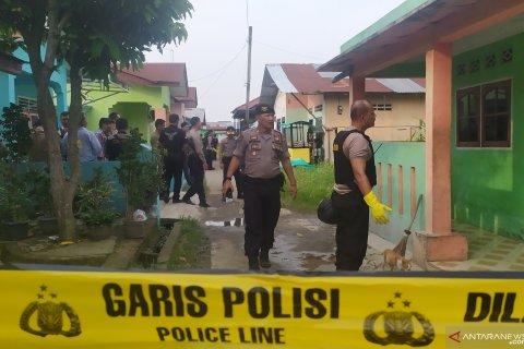 Polisi geledah rumah terduga pelaku bom bunuh diri
