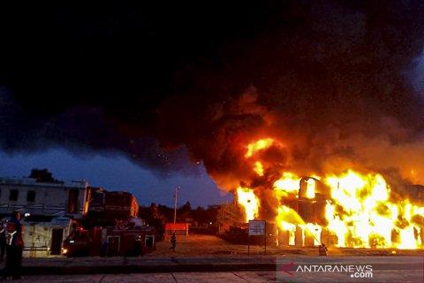 Kebakaran Gerbong Kereta Nonaktif Di Subang