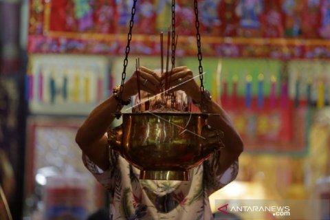 Sembayang Imlek di Klenteng Tulus Harapan Kita Kota Gorontalo