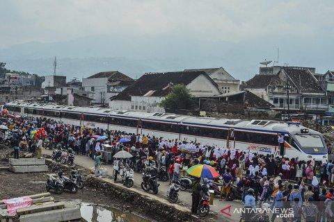 Uji coba reaktivasi kereta api jalur Cibatu-Garut