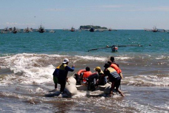 Tim gabungan sisir pantai cari korban kapal tenggelam Pulau Gosong