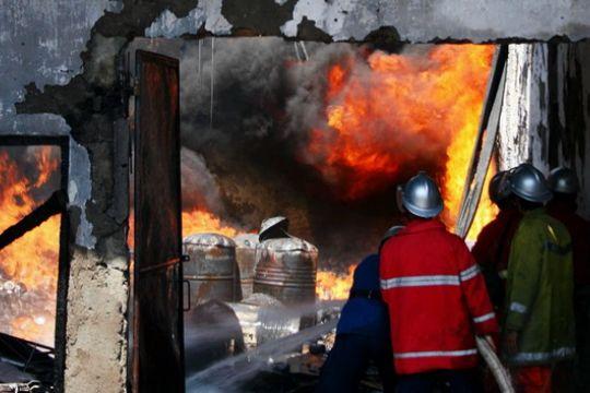 Gudang dan truk pengusaha mebel Semarang terbakar