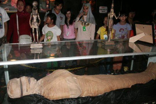Mumi daging di makam sang raja