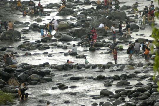 """Ribuan warga Temanggung lakukan tradisi """"padusan"""""""