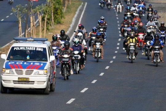 Polres Way Kanan kawal pemudik bersepeda motor