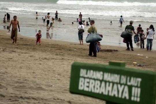 Wisatawan tenggelam di Parangtritis belum ditemukan