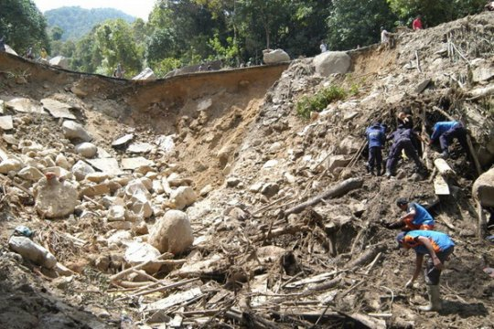 Tanah longsor di Pinrang Sulsel tutup akses jalan